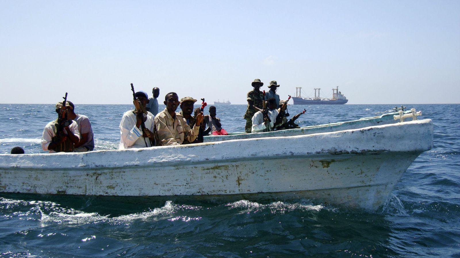 Cướp biển Somalia nguy hiểm thế nào - 6
