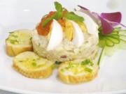 """Ẩm thực - Salad trứng cá hồi """"nên duyên"""" cùng bánh mì bơ tỏi"""