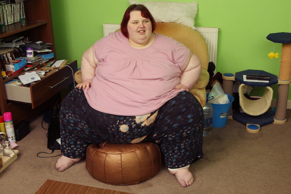 Cô gái béo nhất nước Anh bị bạn trai đá vì giảm cân - 1