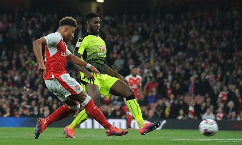 """Arsenal – Reading: Sô diễn của """"kép phụ"""" - 1"""