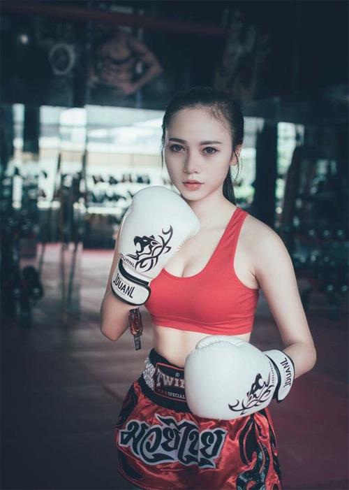 Cô gái Việt bỏ nghề Y, sang TQ làm người mẫu - 2