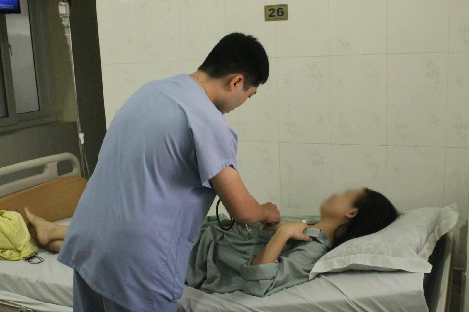 Cô gái bị mảnh kim loại cắm vào ngực được xuất viện - 1