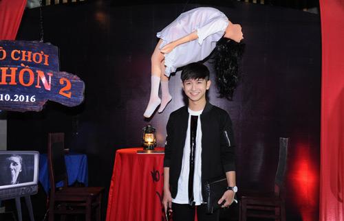 MC Quỳnh Chi diện đồ gợi cảm đến xem phim kinh dị - 7