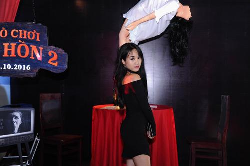 MC Quỳnh Chi diện đồ gợi cảm đến xem phim kinh dị - 5