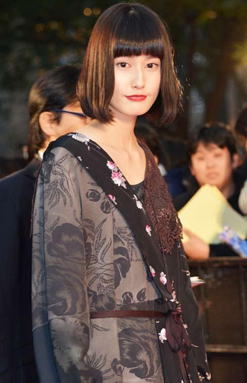 """Nữ hoàng nội y Nhật cực khả ái """"gây sốt"""" thảm đỏ - 8"""