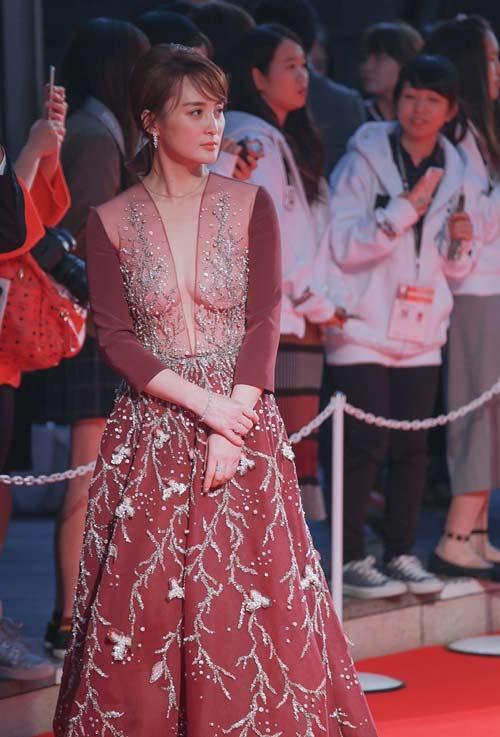 """Nữ hoàng nội y Nhật cực khả ái """"gây sốt"""" thảm đỏ - 9"""
