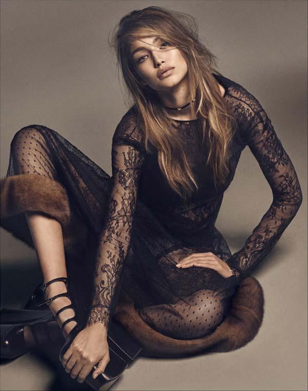Gigi Hadid nửa kín nửa hở với ren xuyên thấu - 2
