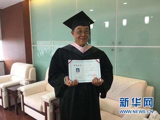 Người già nhất TQ nhận bằng cử nhân ở tuổi 88 - 2