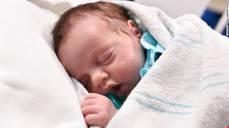 Kỳ diệu em bé được sinh 2 lần để cứu sống khỏi ung thư - 2