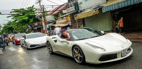 """Ferrari F12 suýt tông trúng Ferrari 488 GTB của Cường """"Đô La"""" - 1"""