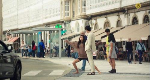 """""""Cô nàng ngổ ngáo"""" đá bay Lee Min Ho vì dám nhìn trộm - 4"""