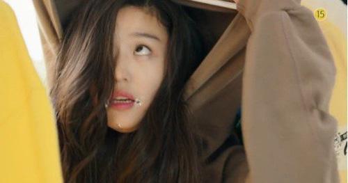 """""""Cô nàng ngổ ngáo"""" đá bay Lee Min Ho vì dám nhìn trộm - 10"""
