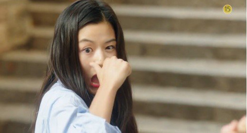 """""""Cô nàng ngổ ngáo"""" đá bay Lee Min Ho vì dám nhìn trộm - 11"""