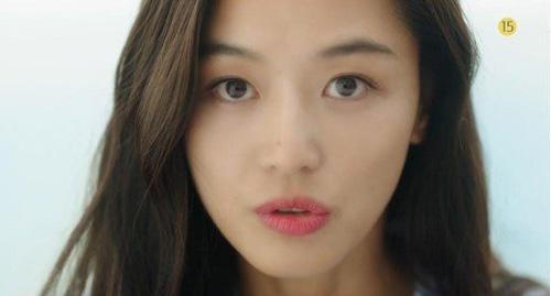 """""""Cô nàng ngổ ngáo"""" đá bay Lee Min Ho vì dám nhìn trộm - 5"""
