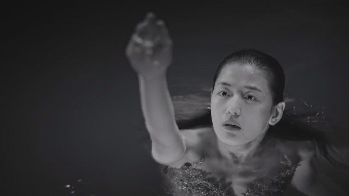 """""""Cô nàng ngổ ngáo"""" đá bay Lee Min Ho vì dám nhìn trộm - 15"""