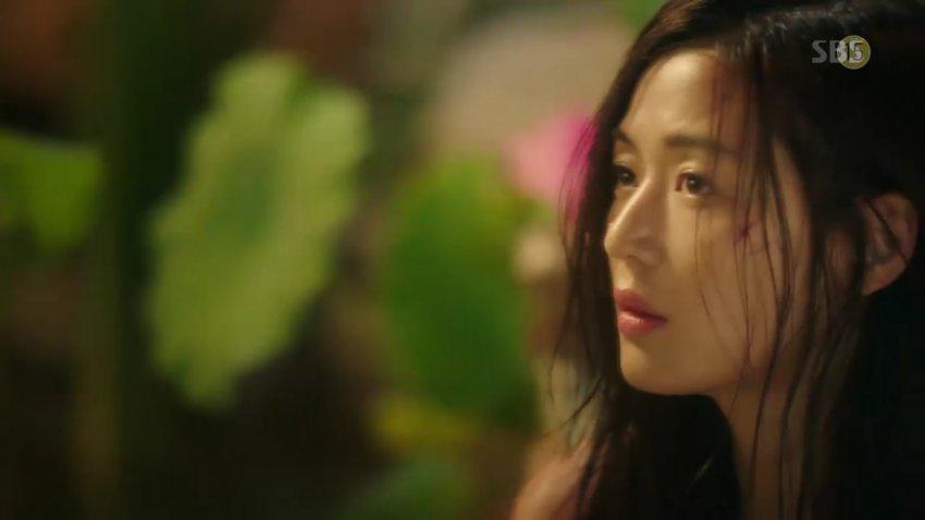 """""""Cô nàng ngổ ngáo"""" đá bay Lee Min Ho vì dám nhìn trộm - 13"""