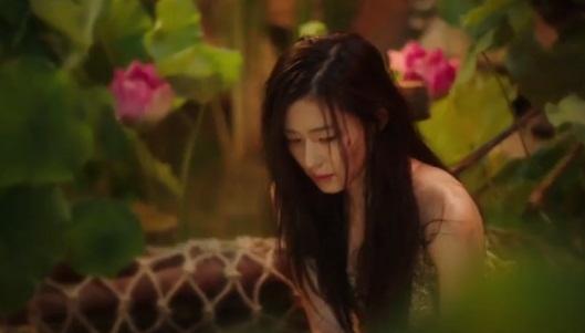 """""""Cô nàng ngổ ngáo"""" đá bay Lee Min Ho vì dám nhìn trộm - 14"""