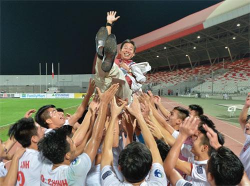 HLV Hoàng Anh Tuấn: U19 Việt Nam không có ngôi sao - 1