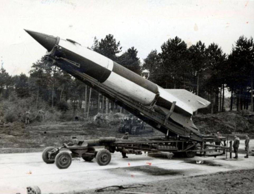 Bức ảnh đầu tiên chụp Trái đất từ…tên lửa 70 năm trước - 2