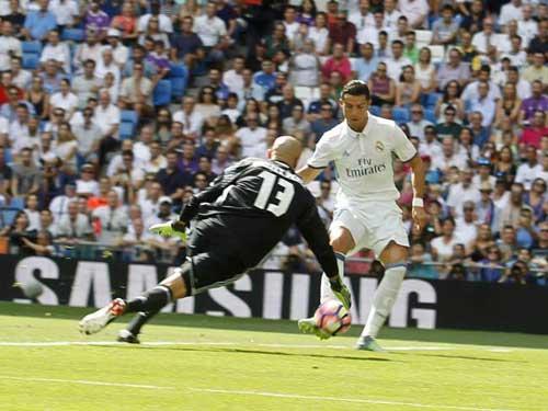 Máy ghi bàn Ronaldo trục trặc: Chưa bao giờ tệ đến thế - 3