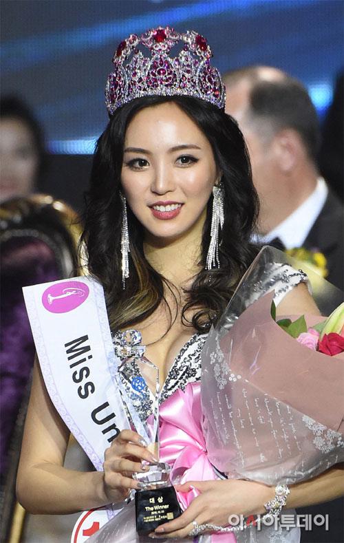 """Dân tình """"phát sốt"""" vì hoa hậu Hoàn vũ Hàn quá """"nóng"""" - 1"""
