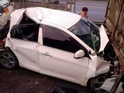 Tin tức trong ngày - HN: Ô tô bẹp dúm, kẹt giữa 2 xe tải sau tai nạn liên hoàn