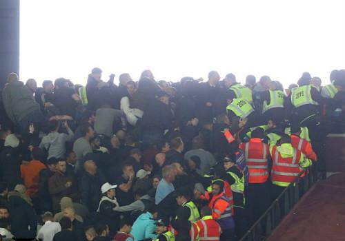 League Cup: Chelsea thua trận, fan ẩu đả kinh hoàng - 8