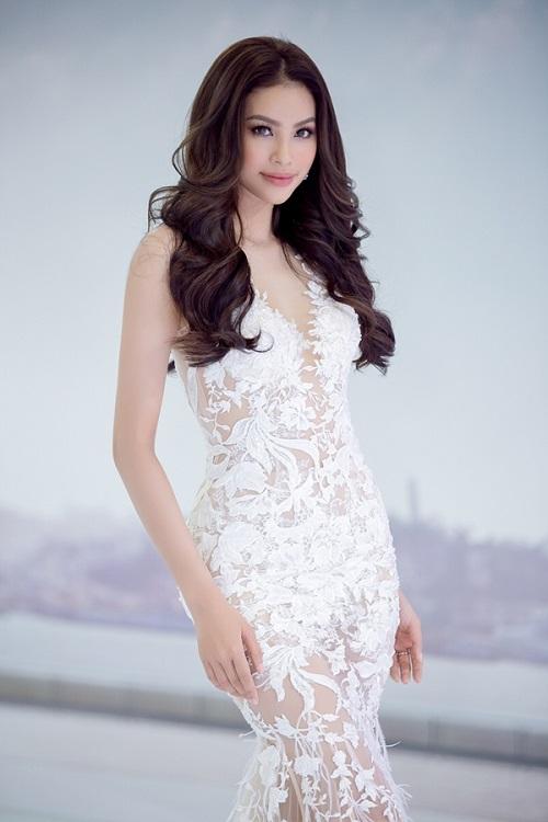 """Cách khoe đường cong """"đẹp muốn xỉu"""" của Phạm Hương - 1"""