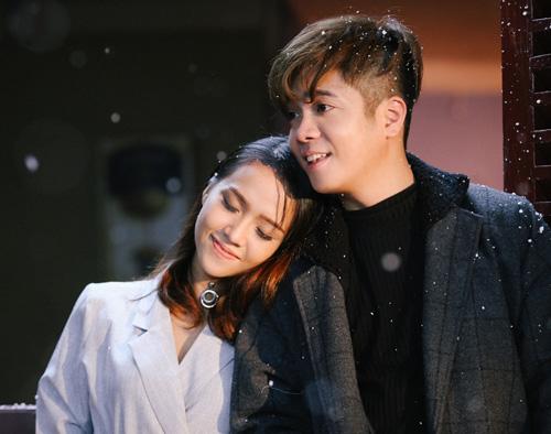 Bùi Anh Tuấn tình tứ bên cô gái lạ trong MV mới - 1