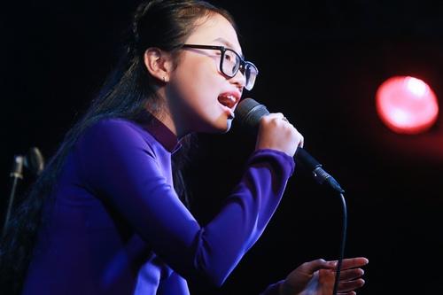 Phương Mỹ Chi da diết hát tặng đồng bào miền Trung - 3