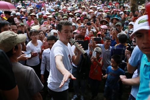 Phương Mỹ Chi da diết hát tặng đồng bào miền Trung - 9