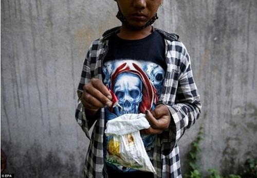 Kinh hoàng cách giảm đói của trẻ em nghèo Nepal - 9