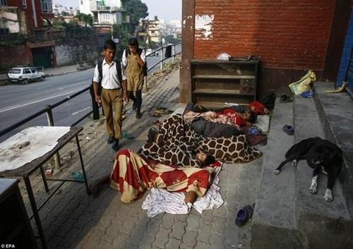 Kinh hoàng cách giảm đói của trẻ em nghèo Nepal - 11