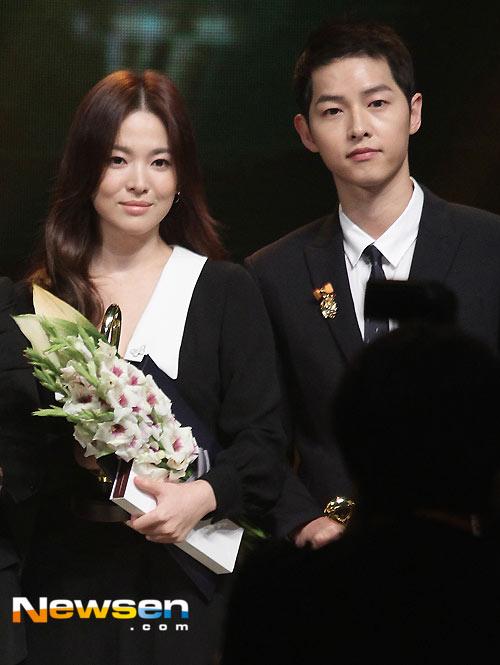 Song Joong Ki ga lăng hết cỡ với Song Hye Kyo trên truyền hình - 1