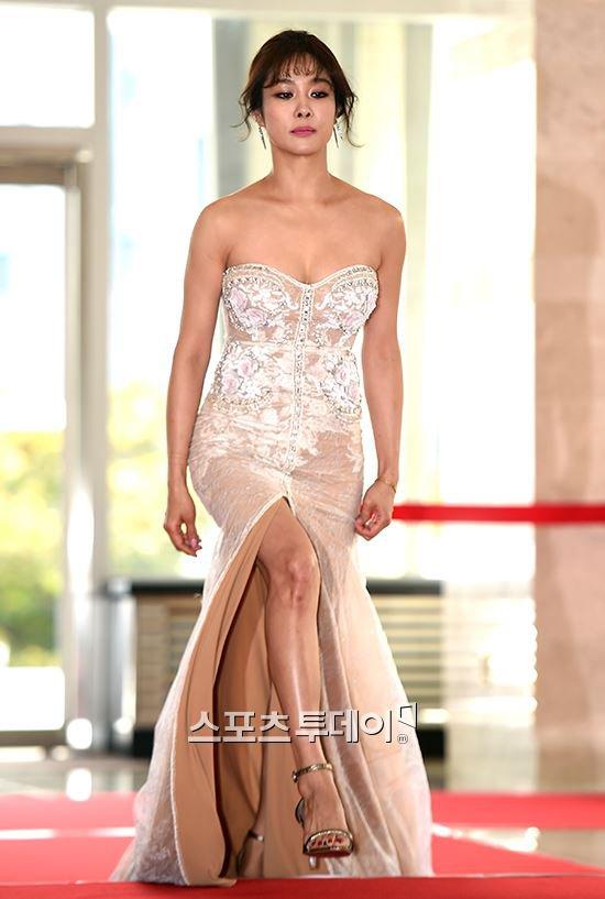 Song Joong Ki ga lăng hết cỡ với Song Hye Kyo trên truyền hình - 8