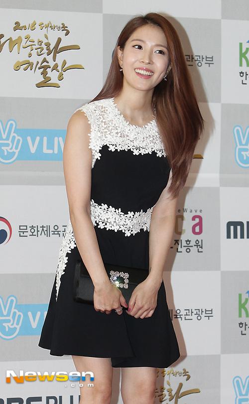 Song Joong Ki ga lăng hết cỡ với Song Hye Kyo trên truyền hình - 9