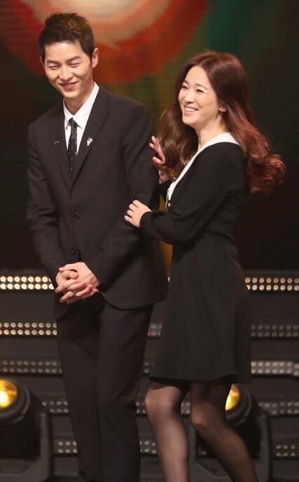 Song Joong Ki ga lăng hết cỡ với Song Hye Kyo trên truyền hình - 4