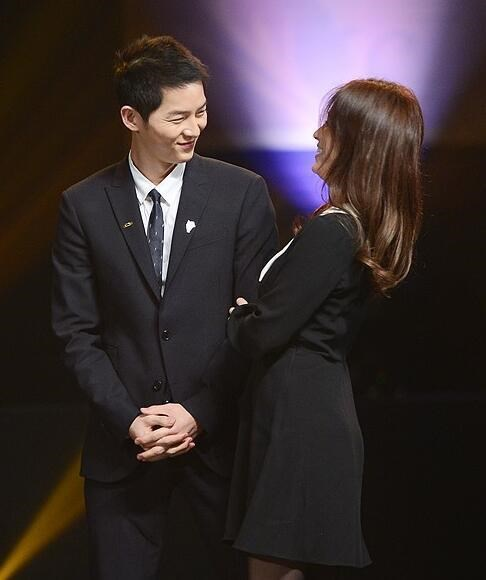 Song Joong Ki ga lăng hết cỡ với Song Hye Kyo trên truyền hình - 3