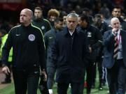 Tin HOT bóng đá trưa 27/10: Mourinho bị khích tướng