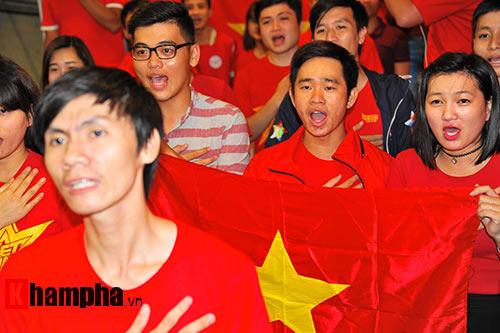 Fan nhiều cảm xúc khi cổ vũ U19 Việt Nam đấu U19 Nhật Bản - 1