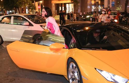Cường Đô la tháp tùng Hạ Vi bằng siêu xe Lamborghini Huracan - 2