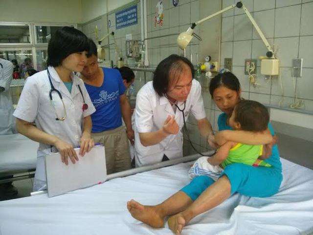 """Rắn lục đuôi đỏ """"tái xuất"""", 3 em bé nhập viện - 1"""