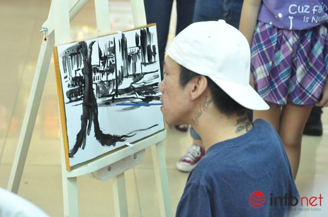 Chàng họa sĩ bị chất độc da cam vẽ tranh bằng miệng - 1