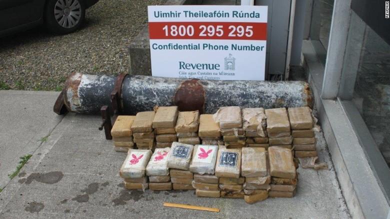 Ireland: Dạo bờ biển, phát hiện ống ma túy 5,4 triệu USD - 2