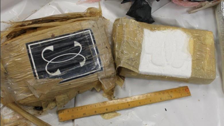 Ireland: Dạo bờ biển, phát hiện ống ma túy 5,4 triệu USD - 3
