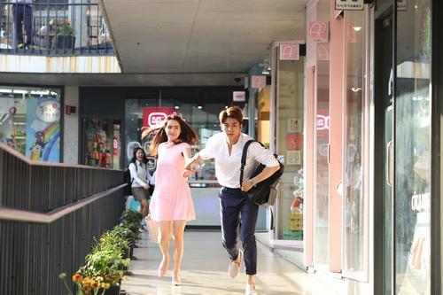 """Tài tử Kang Tae Oh """"khó chịu"""" khi hôn Nhã Phương - 3"""