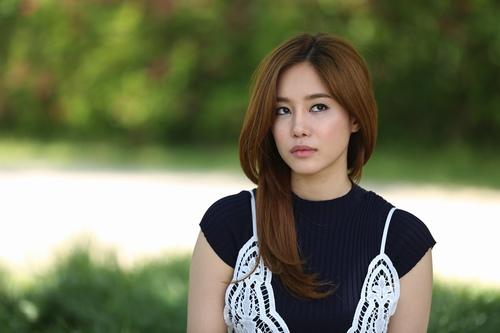 """Tài tử Kang Tae Oh """"khó chịu"""" khi hôn Nhã Phương - 5"""