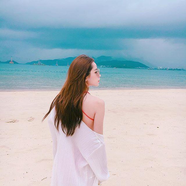 """Chi Pu bất ngờ tung ảnh áo tắm """"nóng từng cm"""" bên hồ bơi - 3"""