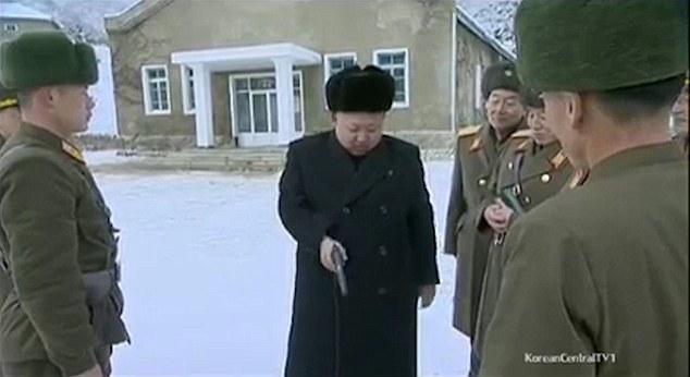 Kim Jong-un trổ tài bắn súng, lái máy bay điêu luyện - 2