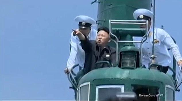 Kim Jong-un trổ tài bắn súng, lái máy bay điêu luyện - 3